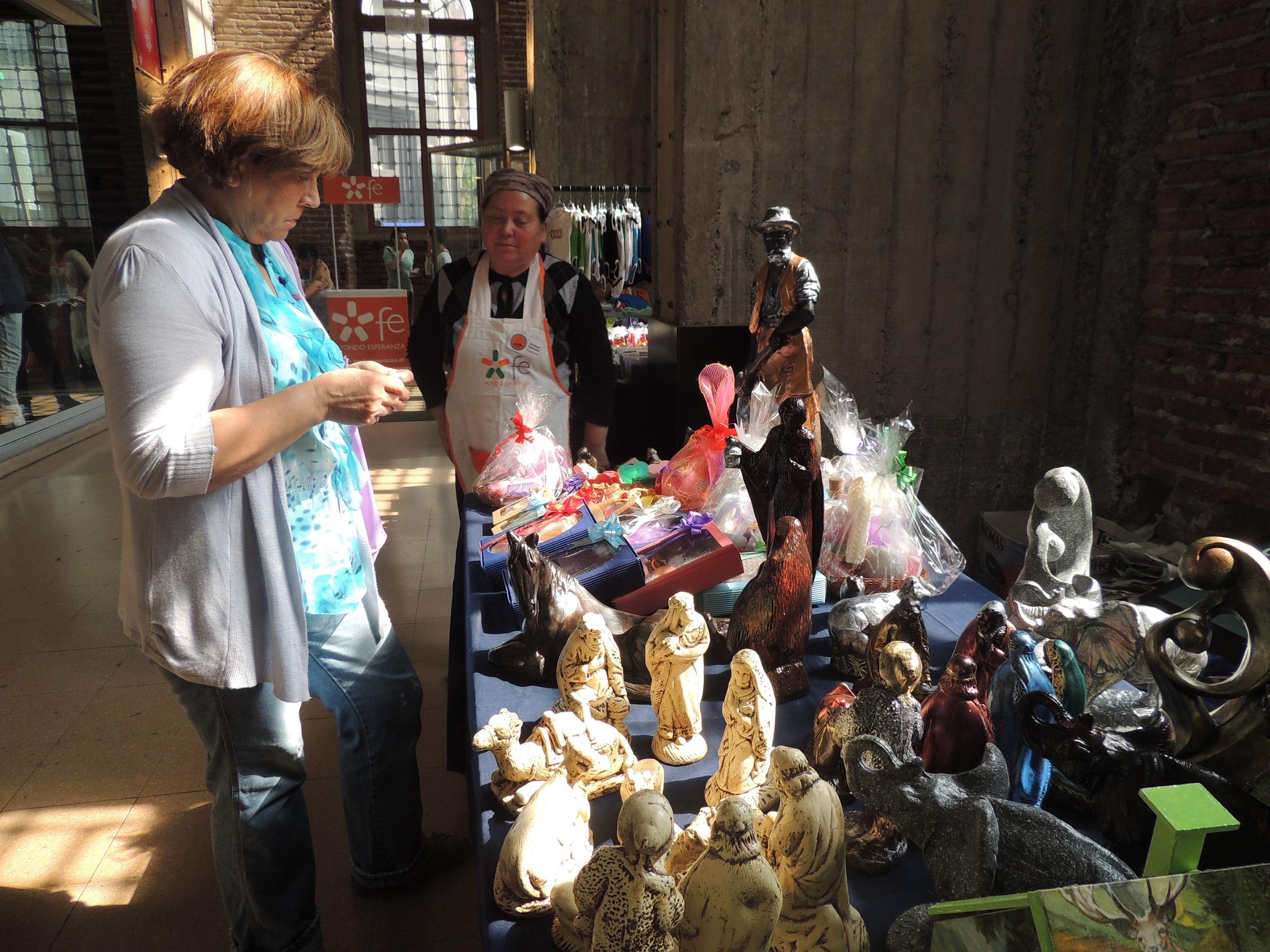 Adelanta la compra de regalos en el Bazar de Navidad de Fondo Esperanza y apoya el emprendimiento nacional