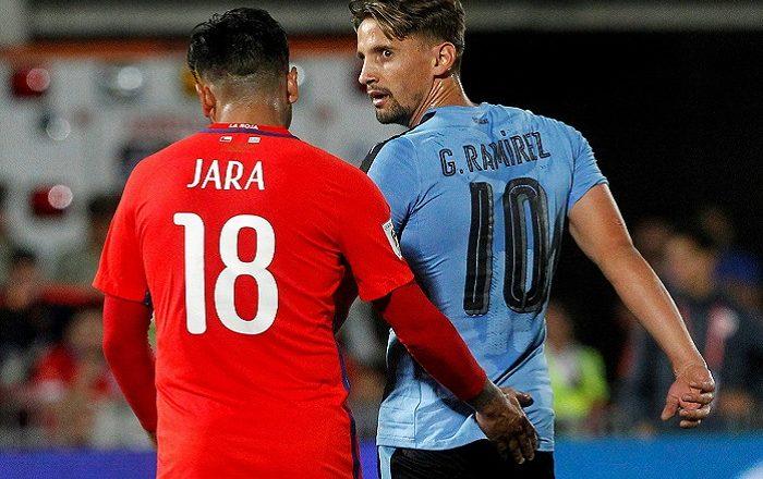 """No olvidan a Jara: psicólogo analiza 'cariño' a jugador uruguayo y acusa """"trancas"""" del chileno"""