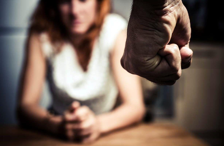 De sutiles amenazas a golpes: crudo testimonio relata los inicios de la violencia de género en una pareja