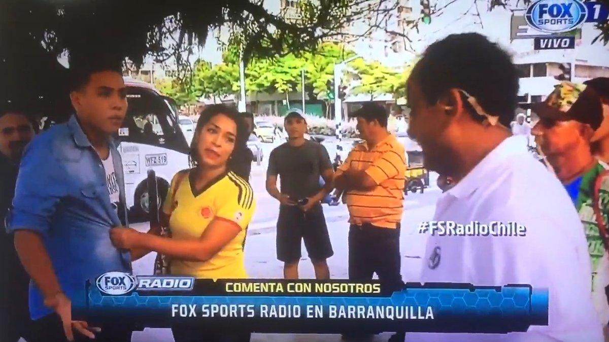 VIDEO | Periodista chileno entrevista a hincha colombiana y es increpado por novio celoso