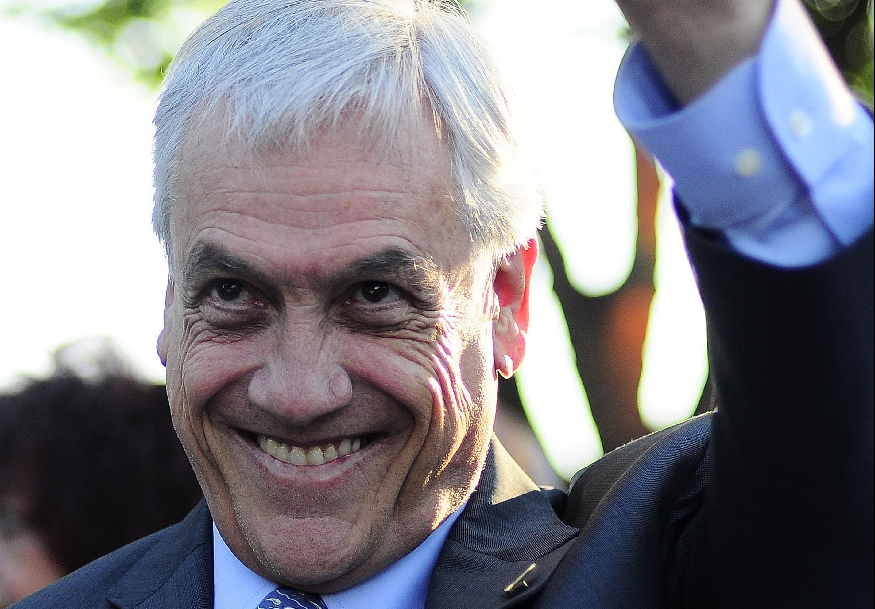 Piñera prepara anuncio de su candidatura con puesta en escena similar a la de Bachelet