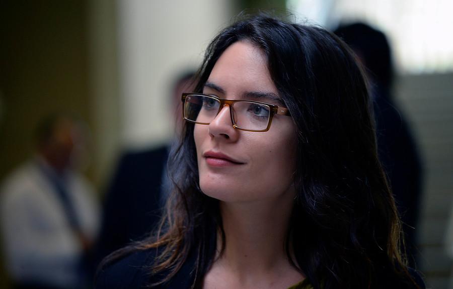 """Camila Vallejo se confiesa: """"Siendo comunista, joven y mujer estoy sujeta a muchas críticas"""""""