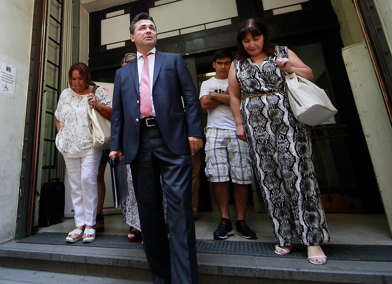 """Abogado de familiares de reos de Punta Peuco denuncia que se le negó el ingreso a """"misa del perdón"""""""