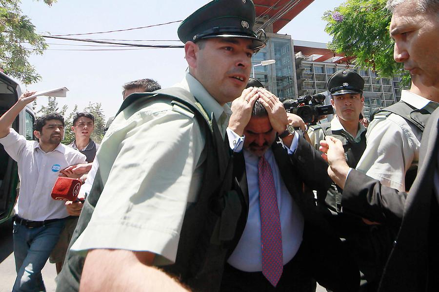MEMES | La accidentada salida de tribunales de Andrónico Luksic vista por las redes sociales