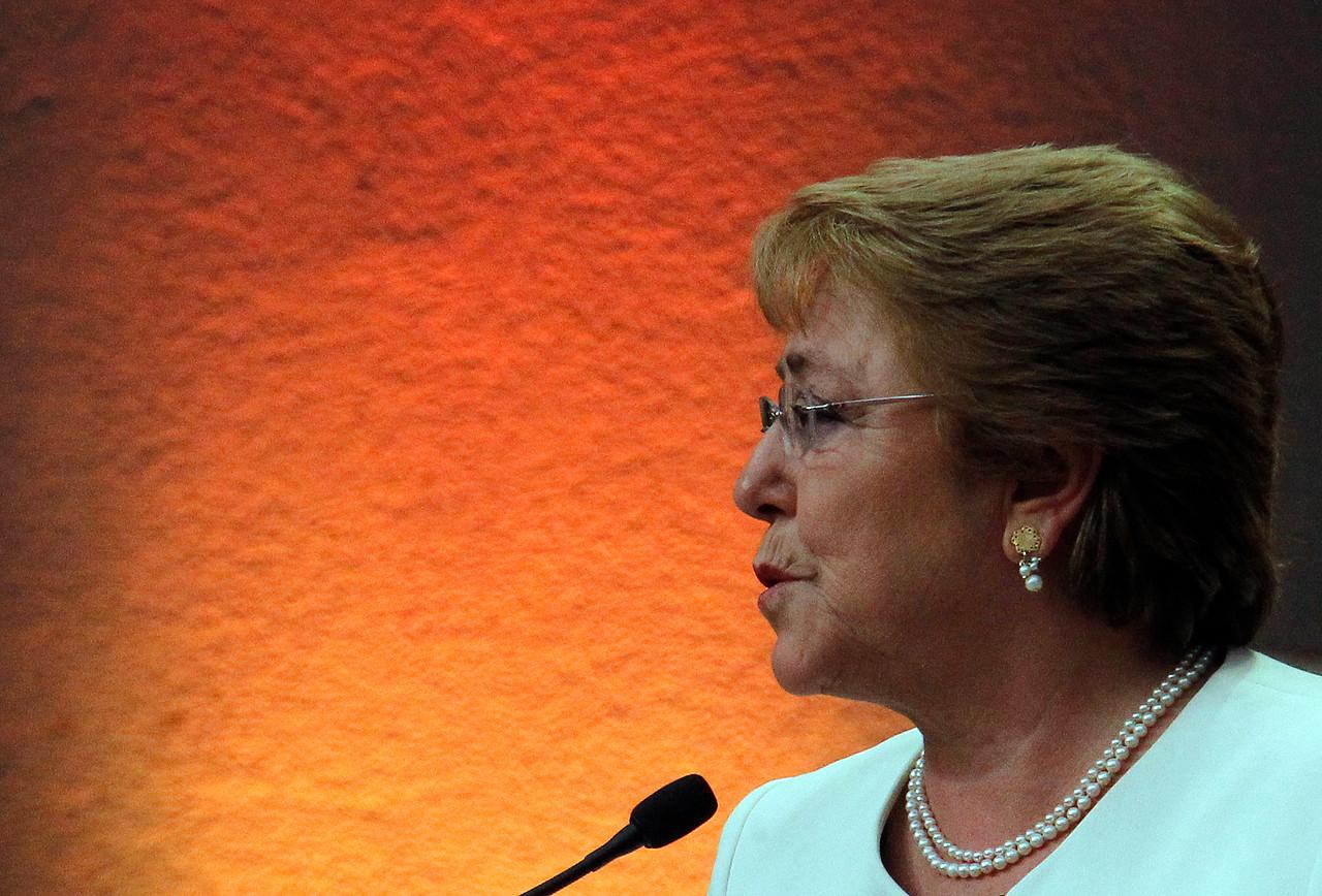"""Bachelet a El Mundo: """"Nos acusan de improvisaciones y errores que no son"""""""