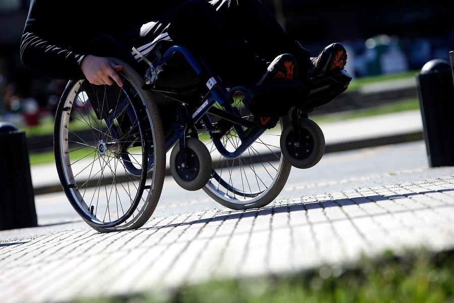 Estudio muestra que el 75% de los chilenos considera que el Estado debe asistir a los discapacitados