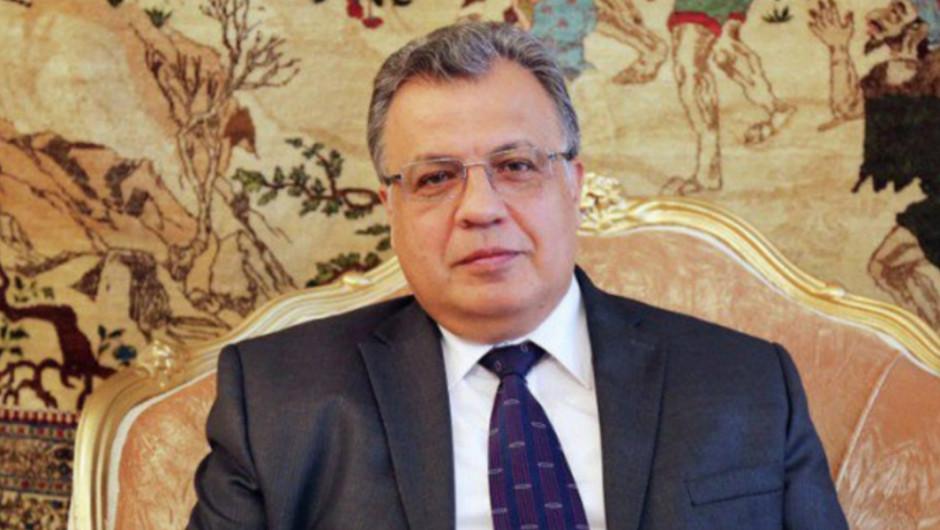 Embajador de Rusia en Turquía fue asesinado a tiros durante exposición de arte