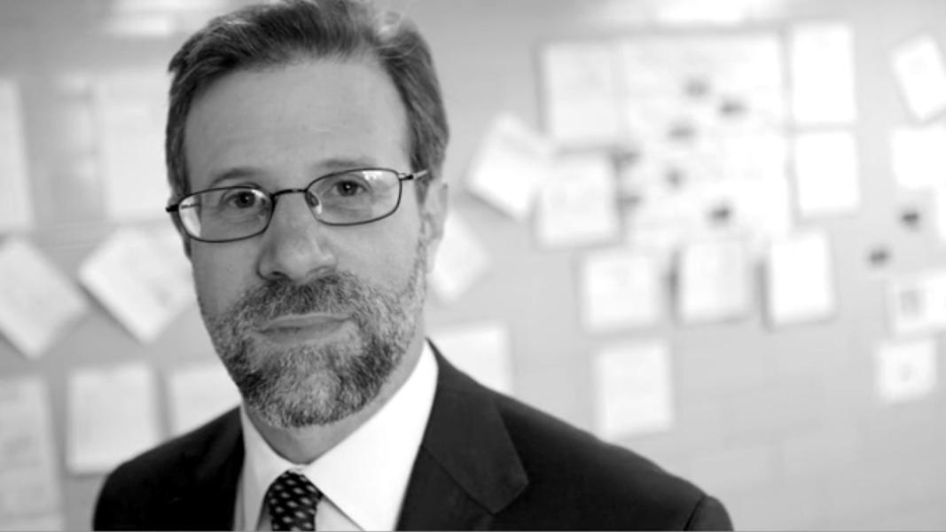 """Norman Atkins, experto mundial en docencia: """"Muchos profesores creen que los alumnos pobres no superarán la pobreza"""""""