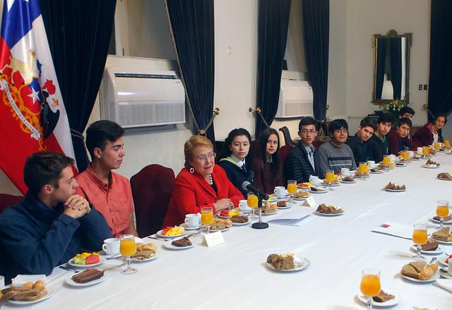Doble puntaje nacional en la PSU no fue invitado a desayuno con la Presidenta Bachelet