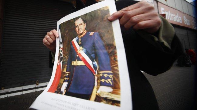 """Carlos Peña apunta a la derecha y a la izquierda por """"olvidarse"""" de Augusto Pinochet"""