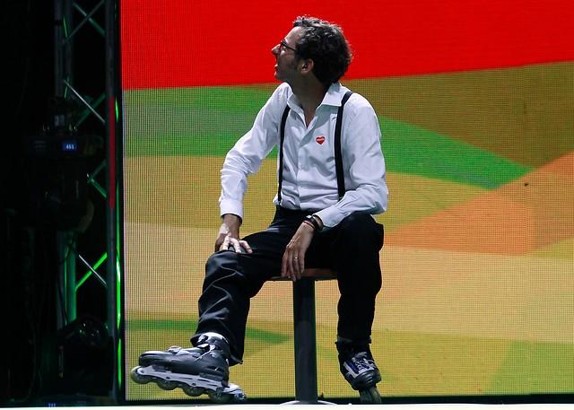 Matías del Río fue el blanco de risas y bromas por su patinaje en la Teletón 2016