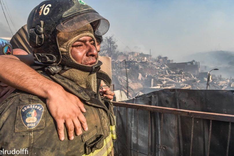 FOTOS | Triste historia del bombero que perdió todo mientras combatía el fuego