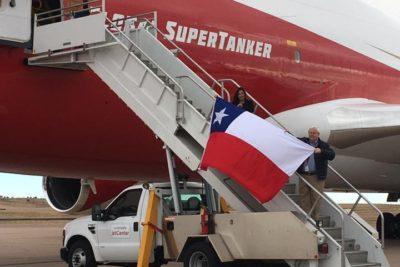 """Chilena que gestionó el SuperTanker envía mensaje a """"expertos de Twitter"""" que creen que el avión no sirve"""