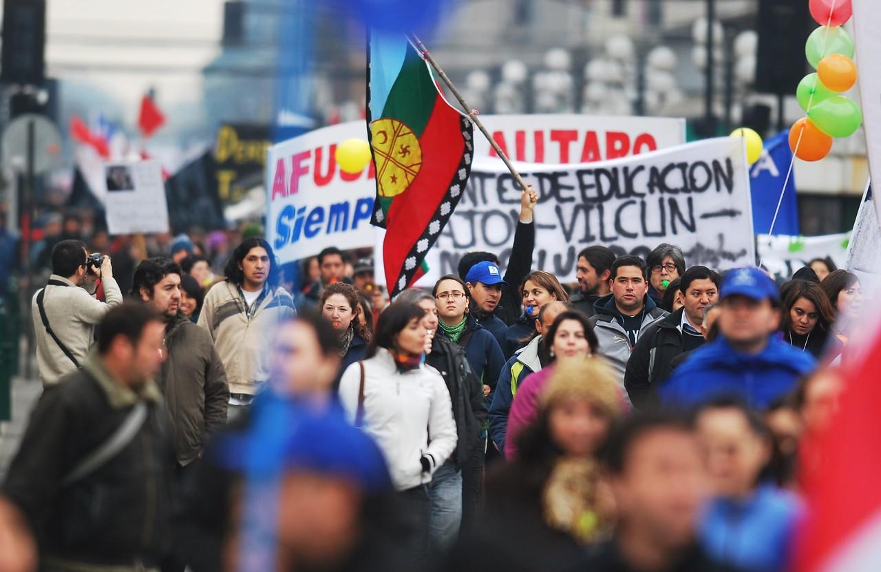 Cupos en Congreso para pueblos indígenas y perdón presidencial: claves de la mesa de diálogo de La Araucanía