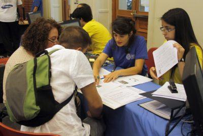 Estudiantes extranjeros ahora también pueden optar a una beca universitaria en Chile