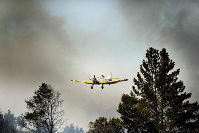 Conaf reconoce que la mitad de sus aviones no están enfrentando las llamas