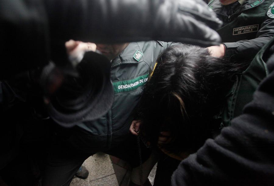 Contra Carabineros y Gendarmería: INDH presenta tres querellas por torturas con nueva legislación