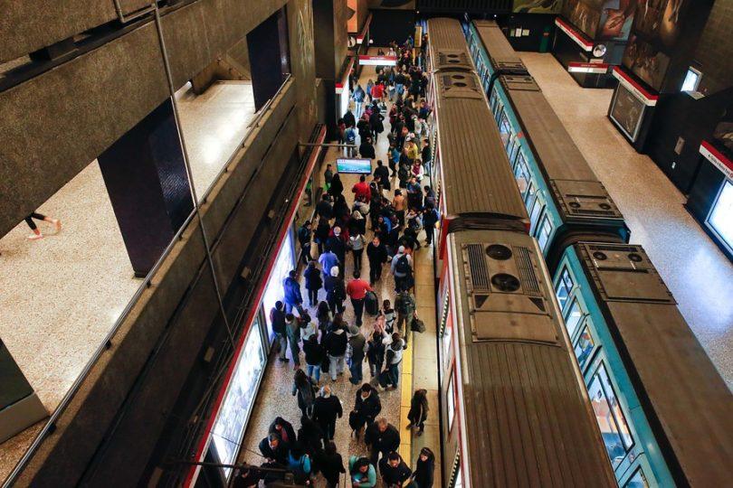 El estremecedor relato de un inmigrante haitiano en la Línea 1 del Metro de Santiago