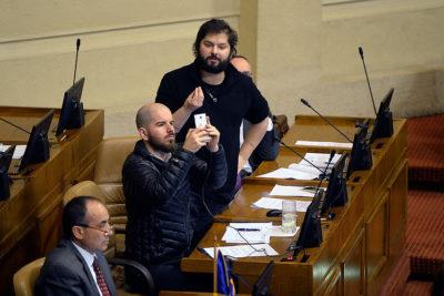 """""""Vergüenza ajena"""" y """"show para la tele"""": Boric y Jackson no tuvieron piedad con interpelación a ministro Fernández"""