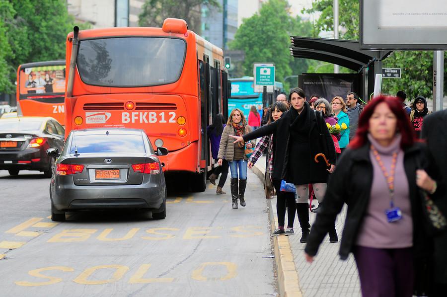 """Experto en transporte: acortar los años de licitación del Transantiago tiene """"efecto marginal en usuarios"""""""