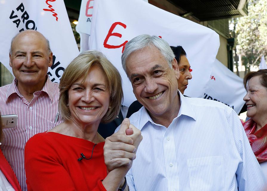 Piñera, Evelyn Matthei y Joaquín Lavín coordinan ayuda a afectados por incendios vía Twitter