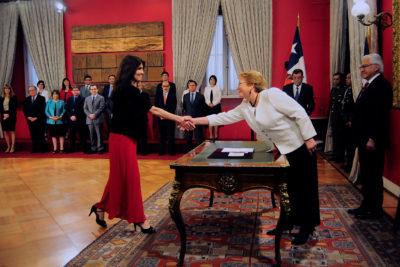 El consejo anti-troll de la Presidenta Bachelet a la vocera de Gobierno por su debut en Twitter