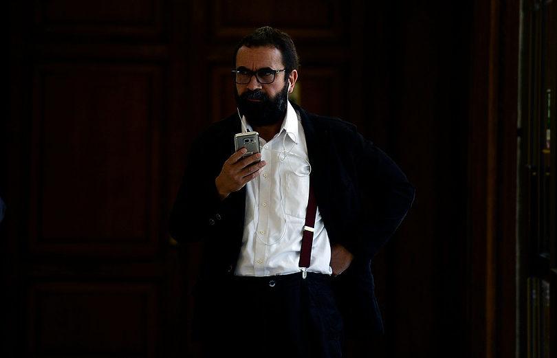 Hugo Gutiérrez conoció internet ayer: nuevamente cae en photoshopeo de C13 con troleo a Piñera