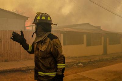 Conaf Valparaíso: Incendio continúa activo y existe riesgo de propagación