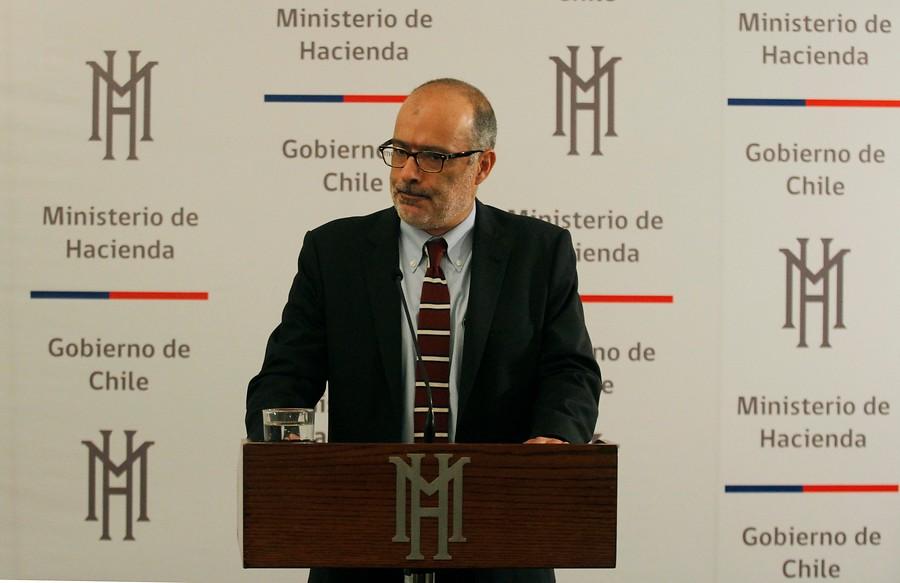 """Ministro Valdés: """"Es difícil que un país se desarrolle si empresarios no son vistos con respeto y cariño"""""""