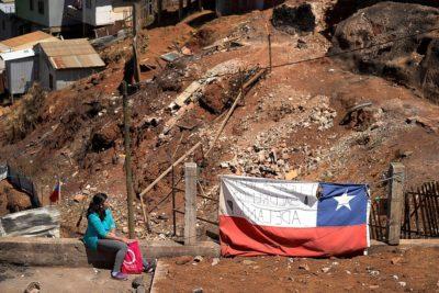 FOTOS  Usan drones en zona afectada por el incendio en Valparaíso para mejorar condiciones de urbanización