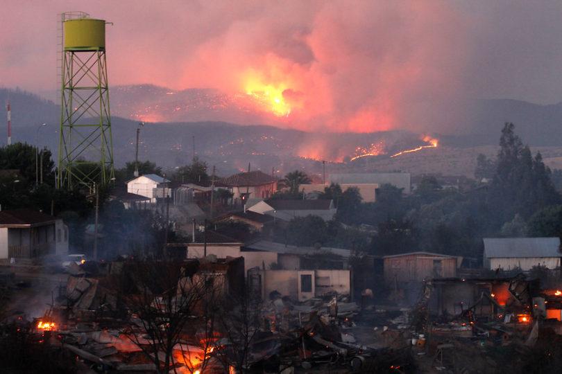 Parlamentarios piden redestinar recursos destinados a militares para el combate de incendios