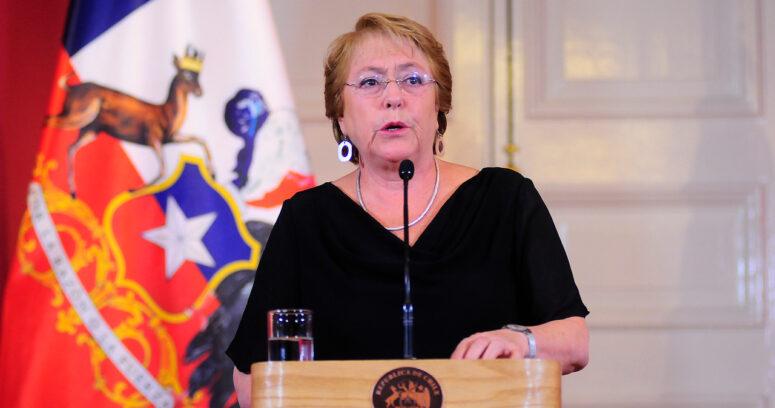 """""""Palo de Bachelet a oposición por incendios: """"No es tiempo de sacar ventajas políticas o sembrar falsedades"""""""""""