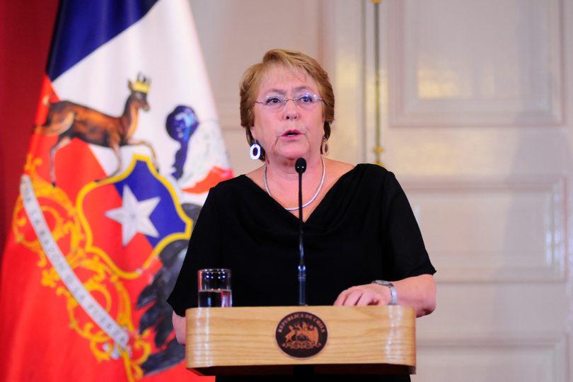 """Palo de Bachelet a oposición por incendios: """"No es tiempo de sacar ventajas políticas o sembrar falsedades"""""""