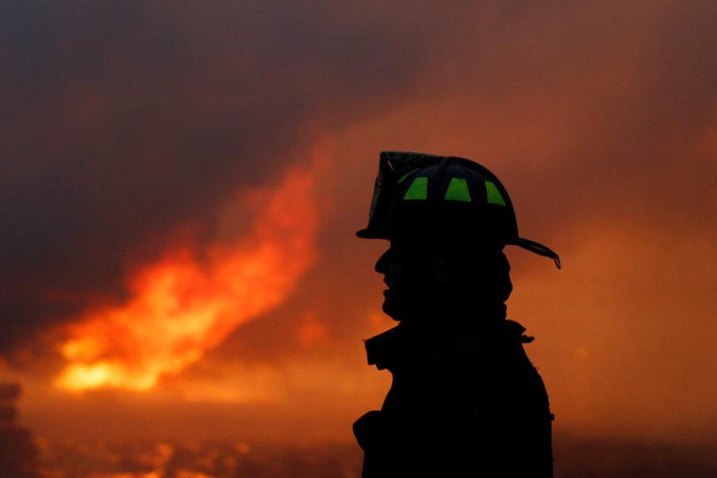 Bombero denuncia que fue despedido por ausentarse del trabajo para apagar incendio forestal en Vichuquén
