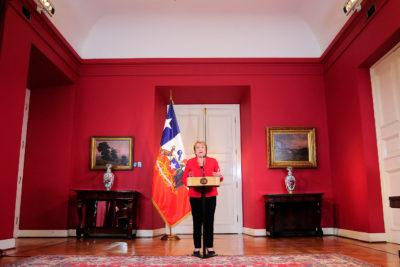 Bachelet anuncia subsidios especiales para zonas afectadas y ayuda de extranjeros sumará 253 personas