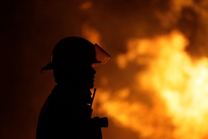 Volcamiento de carro bomba deja nueve bomberos lesionados en la VIII región
