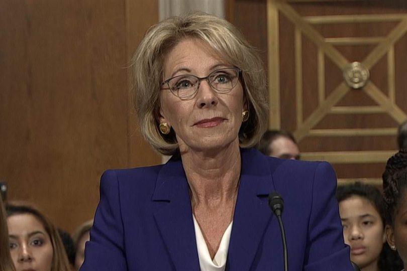 """Ministra de Educación nombrada por Trump quiere seguir el """"modelo de Chile"""""""
