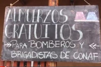 Mientras los políticos pelean, dueño de restaurante en Pumanque regaló almuerzos a bomberos y brigadistas