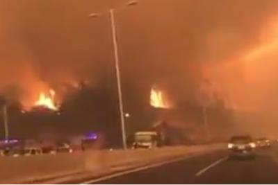 VIDEO  Envuelto en humo y llamas: escalofriante video muestra uno de los accesos a Concepción