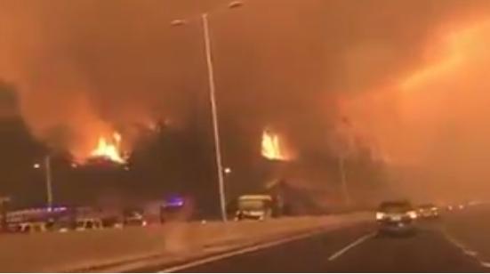 VIDEO |Envuelto en humo y llamas: escalofriante video muestra uno de los accesos a Concepción