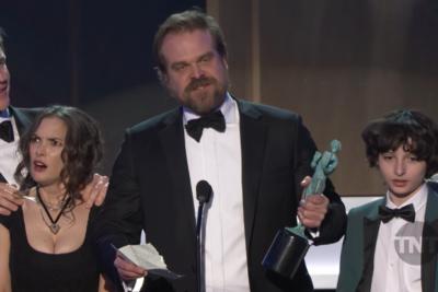 VIDEO |Qué diablos le pasó a Winona Ryder cuando recibió su SAG Awards