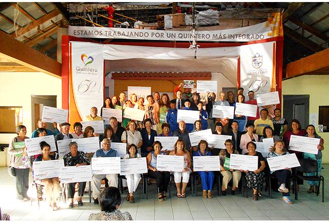 Organizaciones sociales de Quintero reciben Fondos Concursables ENAP 2016