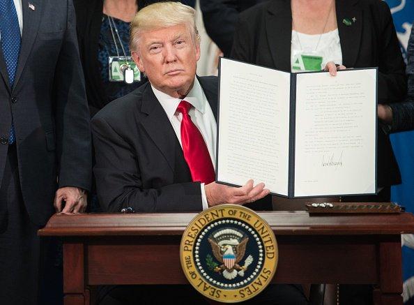 """Donald Trump firmó decreto para levantar el polémico muro: """"EE.UU. volvió a recuperar sus fronteras"""""""