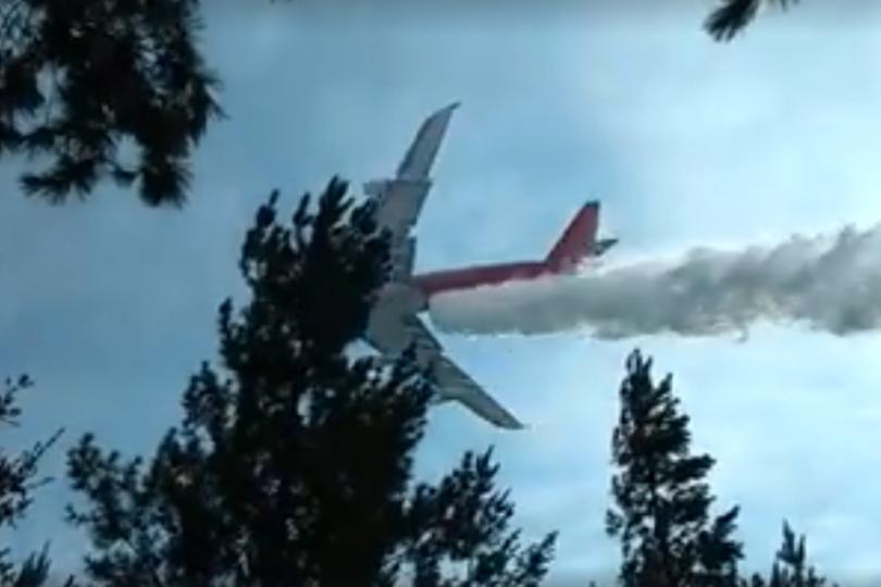 Increíble video registra el momento exacto en el que los 70 mil litros del SuperTanker caen a tierra