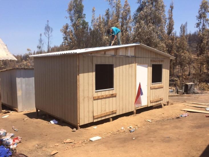 Fotos techo entrega las primeras viviendas de emergencia for Techos economicos para viviendas