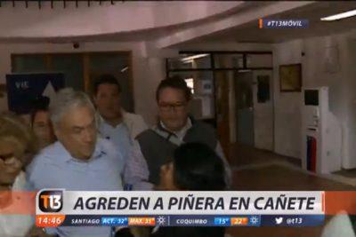 Agreden a Piñera en visita a Cañete tras muerte de cuidador en incendio