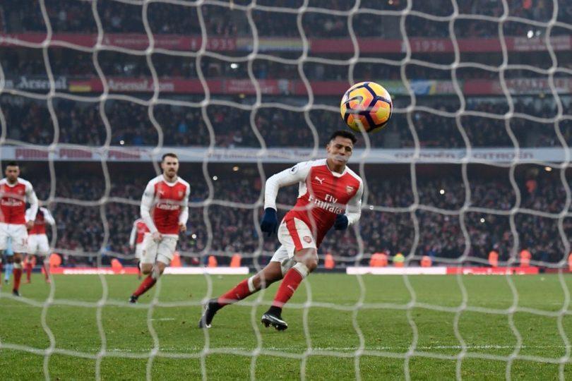 VIDEO |Alexis Sánchez le dio el triunfo al Arsenal con este penal en los descuentos