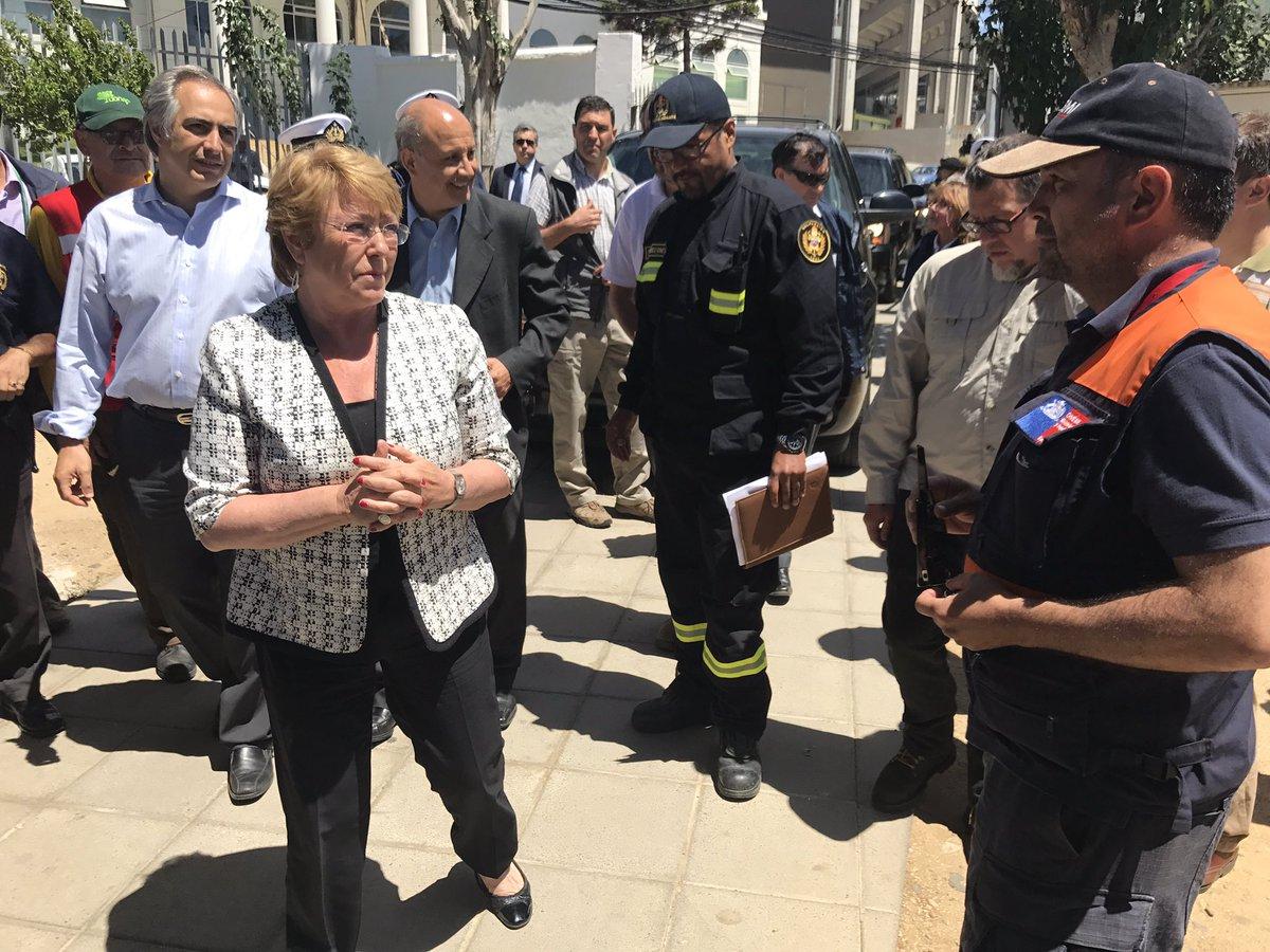 Presidenta Bachelet visita a damnificados por incendio en Valparaíso