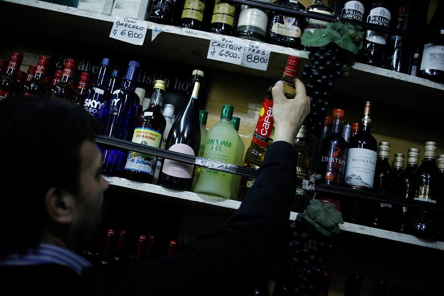 """""""Nuevo estudio reveló la cantidad de alcohol que consumen los chilenos"""