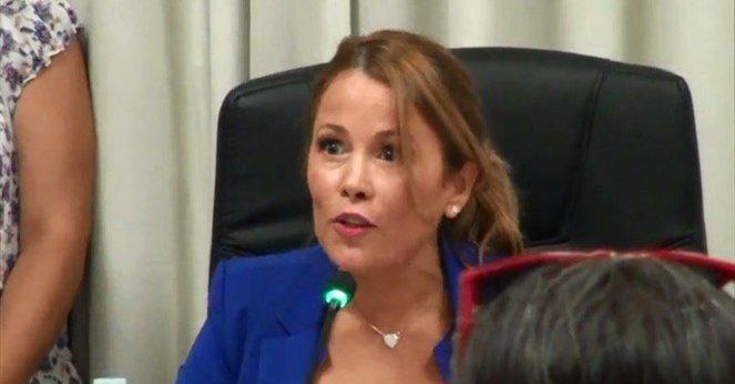 """VIDEO   La fuerte respuesta de Cathy Barriga a cuestionamientos por """"despidos masivos"""" en Maipú"""